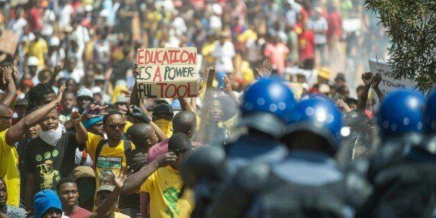 Les étudiants sud-africains font plier le gouvernement sur les frais de