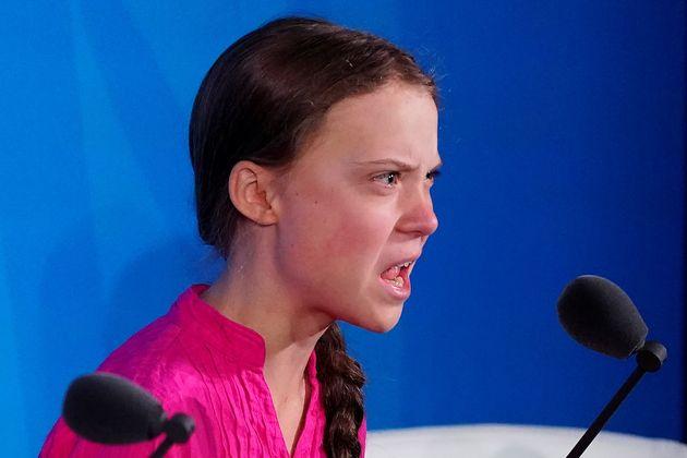 La militante Greta Thunberg prononce son discours,