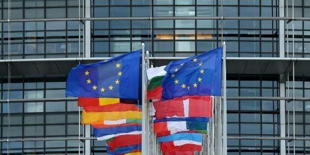 L'UE adopte deux programmes de 25 millions d'euros pour appuyer l'économie et la participation citoyenne...