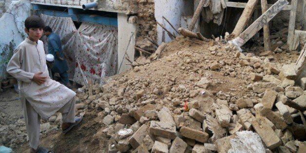 Des maisons détruites après un violent séisme à Kohat, le 26 octobre 2015, en