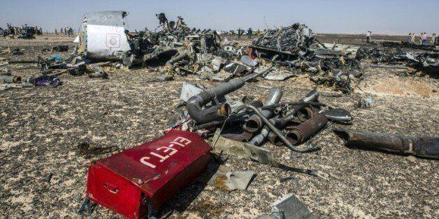 Des débris de l'avion A321 sur le site du Wadi al-Zolomat dans la péninsule du Sinaï le 1er novembre