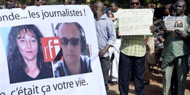 Des journalistes maliens manifestent en hommage à Ghislaine Dupont et Claude Verlon de RFI, tués à Kidal,...
