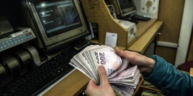 La livre turque revient sur le dollar suite à la victoire