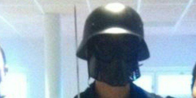 Cette photo, fournie à l'AFP par un élève, montre l'homme masqué et armé d'un sabre, juste avant son...