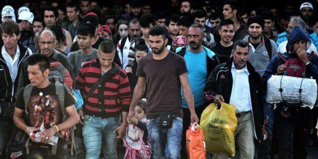 Des réfugiés et des migrants débarquent sur le port de Piraeus en Grèce le 6 octobre