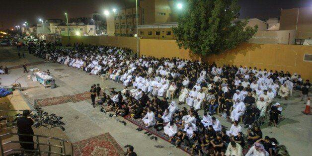 Des fidèles chiites réunis dans une husseiniyat, le 16 octobre 2015 à