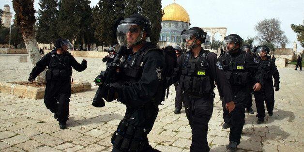 La police israélienne s'attaque à un jeune Palestinien