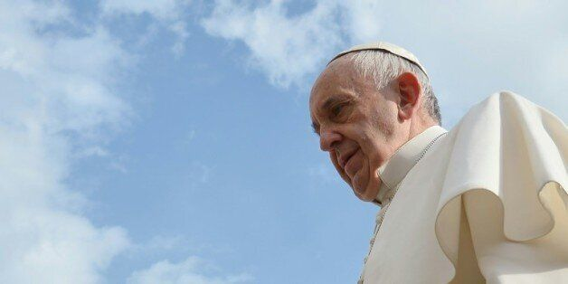 Le pape demande