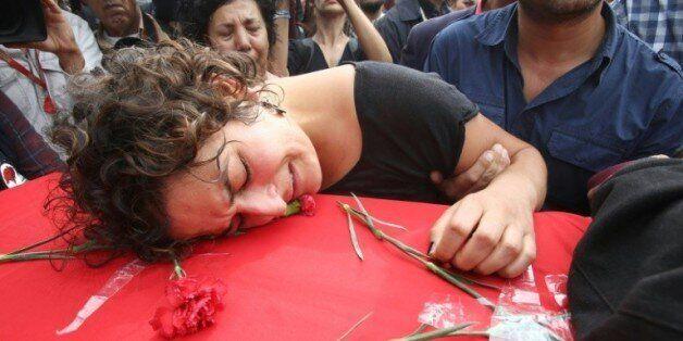 Enterrement de Korkmaz Tedik, membre du parti travailliste turc (EMEP) tué dans les attentats d'Ankara...