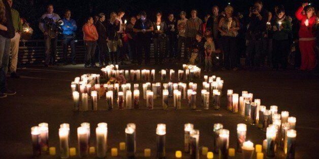 Veillée aux chandelles après la fusillade survenue le 1er octobre 2015 à Roseburg dans