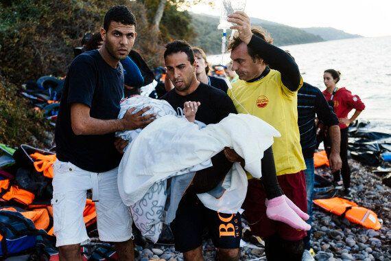 Réfugiés syriens: Une femme accouche sur une plage de l'île de Lesbos en