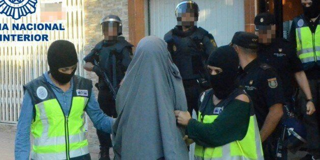 Image fournie par le ministère espagnol de l'Intérieur, le 4 octobre 2015, montrant l'arrestation d'une...