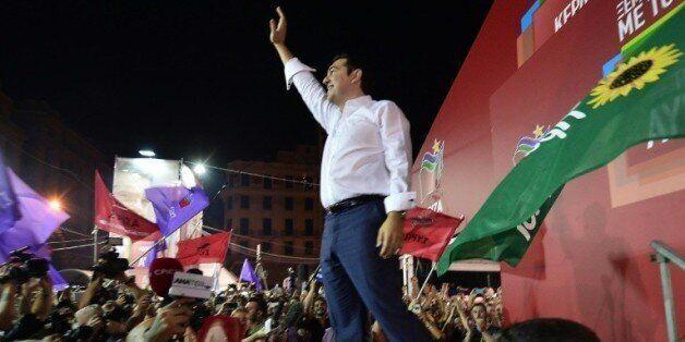 Alexis Tsipras acclamé par les supporteurs de Syriza après la victoire de la gauche radicale aux législatives...
