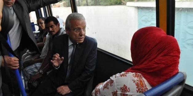 Tunisie: Le ministre des Transports prend le bus, citoyens et internautes