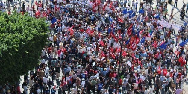 Un millier de Tunisiens manifestent contre le projet de loi de réconciliation économique (Mise à