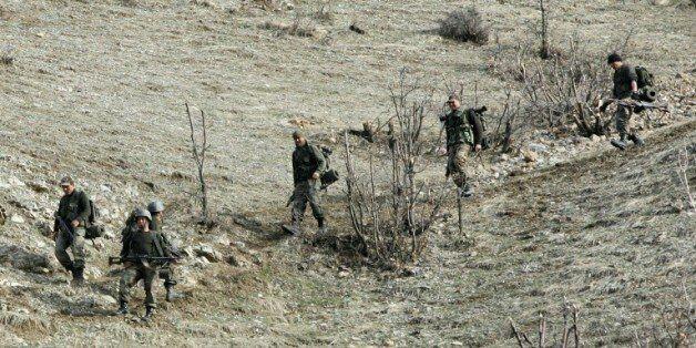 Des soldats turcs tués et d'autres blessés dans une attaque des rebelles kurdes du Parti des travailleurs...