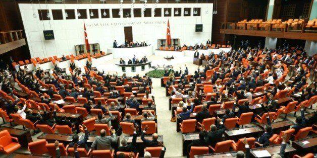 Turquie: les ministres prokurdes claquent la porte, dénoncent la