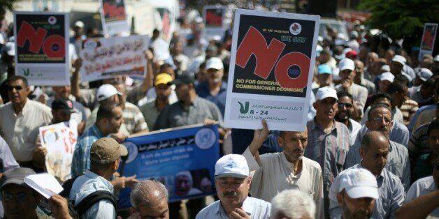 Des employés palestiniens des Nations unies manifestent à Gaza le 24 août