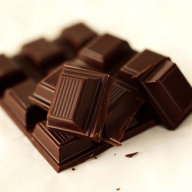 Pour être plus efficace au bureau, mangez du chocolat noir, buvez de l'eau ou du