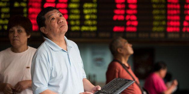 Chine: La Bourse de Shanghai dégringole de 6,41% à