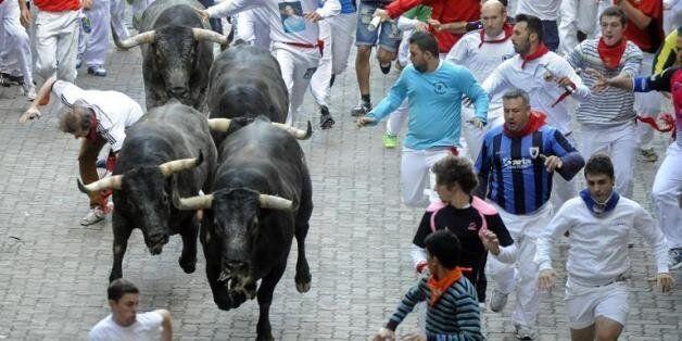 Le plus populaire des làches des taureaux, le SDLâcher San fermin de Pampelune, dans le nord de
