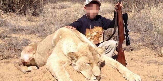 Un chasseur publie des photos de ses enfants, de 7 et 9 ans, qui ont