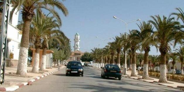 Une vue de Tighennif, au fond la mosquée centrale