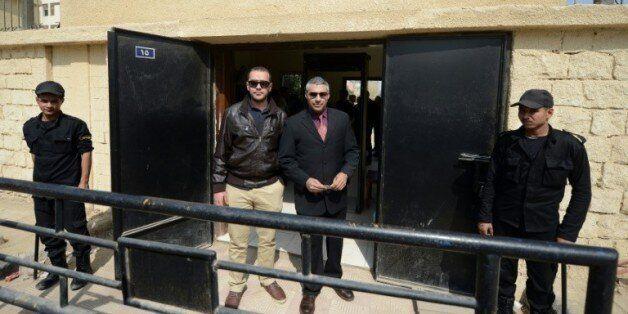 Les journaliste égyptien d'Al-Jazeera Baher Mohamed et canadien Mohamed Fahmy à la sortie du tribunal...
