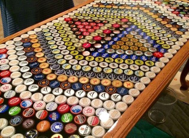 Vous avez bu trop de bière? Recyclez vos capsules et faites en une table