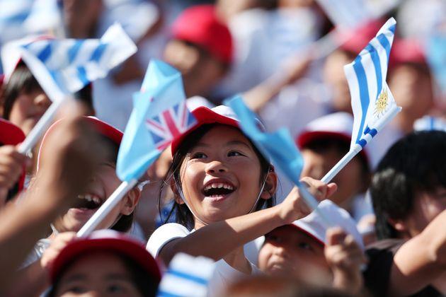 ラグビーワールドカップ・フィジー対ウルグアイ(9月25日)を観戦する子どもたち