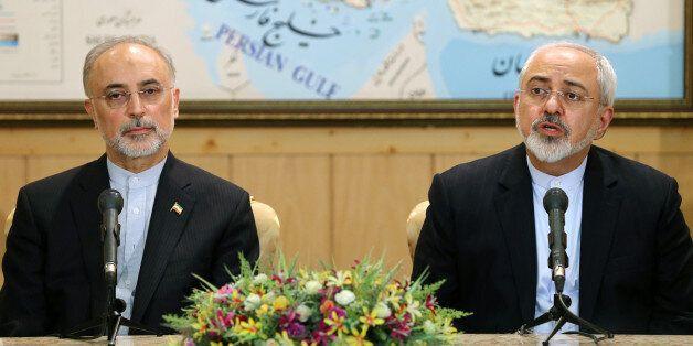 Le ministre des affaires étrangères Mohammad Javad Zarif avec Ali Akbar Salehi, chef de l'organisation...
