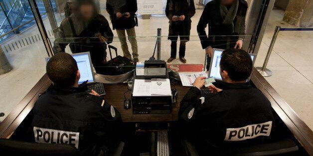 Les Algériens autorisés à entrer en France avec leur passeport non biométrique jusqu'à