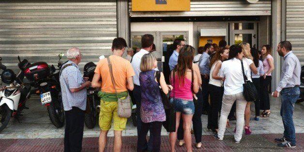 Grèce: le gouvernement remanié rouvre les banques