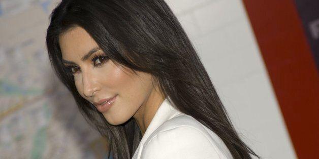 Kim Kardashian donne des conseils à Twitter (qui la prend au