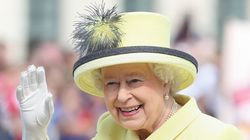 The Sun publie des images de la reine faisant le salut nazi à 6