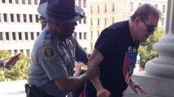 Etats-Unis: un policier noir vient en aide à un membre du Ku Klux
