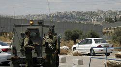 Un israélien tué et trois blessés par des tirs en