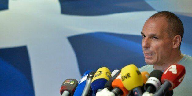 Le ministre des finances grec Yanis Varoufakis annonce sa