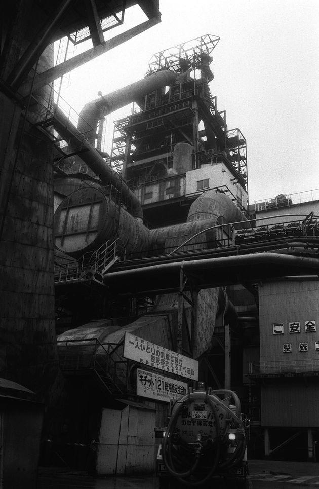 火を落とした新日鉄釜石製鉄所の第一高炉(1989年)