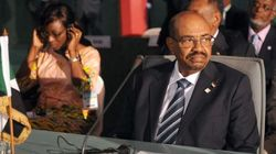 La justice sud-africaine interdit provisoirement à el-Bechir de quitter le