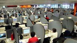 Menacés de délocalisation, les salariés des centres d'appels SFR du Maroc participent aujourd'hui à un mouvement de