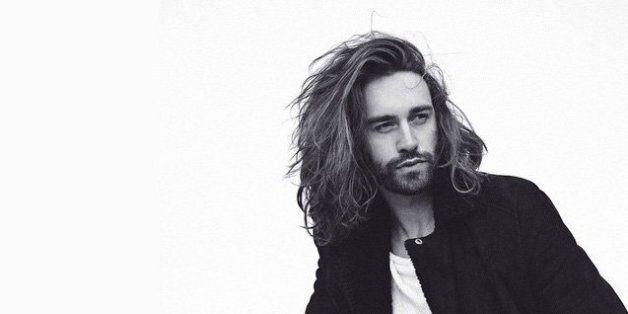 20 hommes qui portent parfaitement la barbe et les cheveux