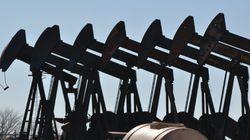 Le pétrole baisse, exportations de brut saoudien au plus haut en plus de neuf