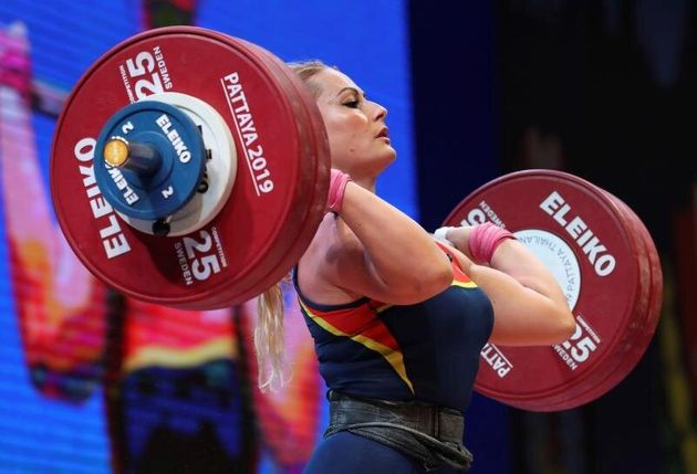 Lydia Valentín compite en la categoría de -81 kilos femenina del Campeonato del Mundo de...