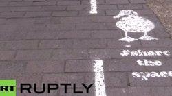Accès interdit aux piétons, voie réservée aux canards