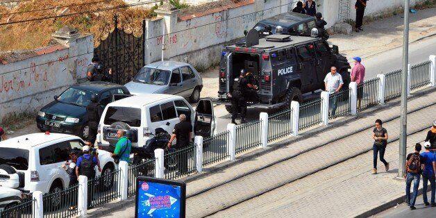Véhicules de police près de Bouchoucha le jour de l'attaque où huit militaires ont trouvé la mort, le...