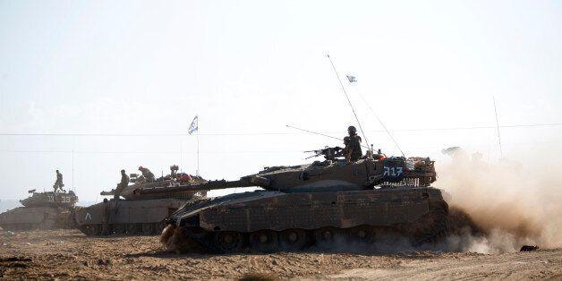 Un tank israélien pénetre la bande de Gaza le 25 juillet