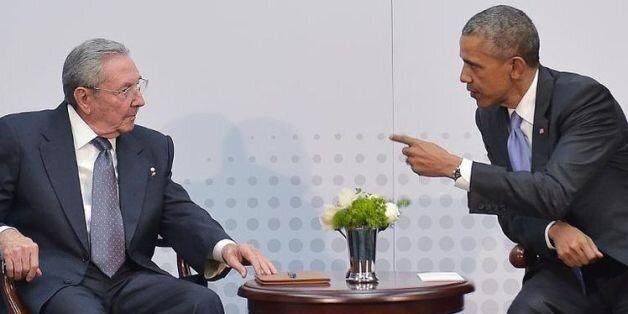 Le président cubain Raul Castro et son homologue américain Barack Obama, à Panama le 11 avril