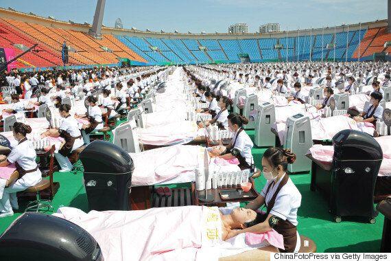 Record Guinness: Un millier de Chinois reçoivent un soin du visage
