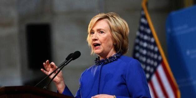 Etats-Unis: En promettant de naturaliser des millions de sans-papiers, Hilary Clinton vise l'électorat